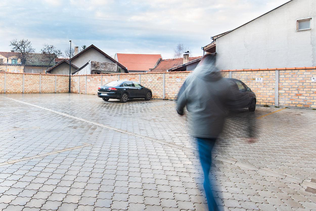 Parking u dvorištu zgrade - cenzar Nekretnine