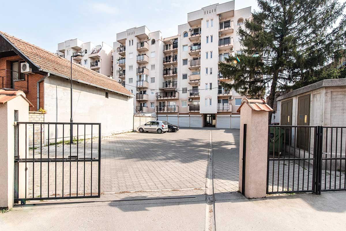 Stanovi u Subotici - novogradnja u Prvomajskoj 18 - Dvoriste i parking - Cenzar nekretnine
